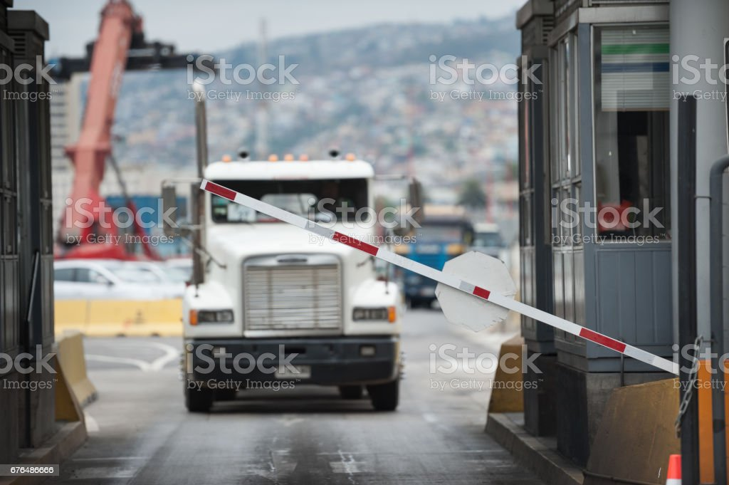 Truck in industrial port area being let through customs - Foto stock royalty-free di Affari