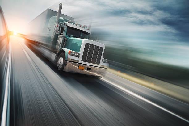 Camion sull'autostrada - foto stock