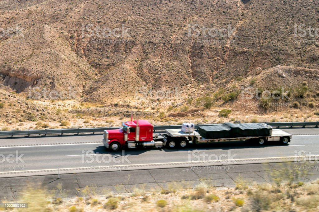 LKW auf Autobahn, Kalifornien, USA – Foto