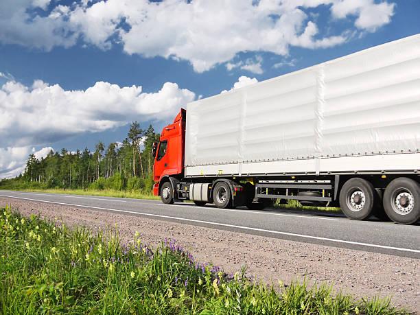 Lkw auf der Autobahn Sommer – Foto