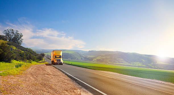 Camion sulla strada - foto stock
