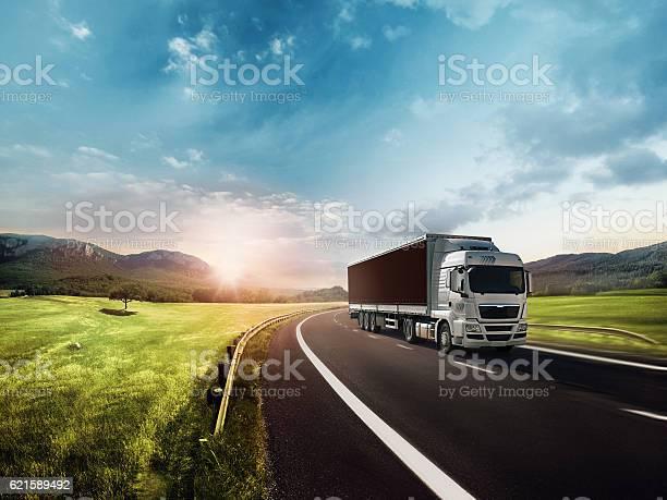 Truck on the road picture id621589492?b=1&k=6&m=621589492&s=612x612&h=6dqdvzfrxjjz yzz4cigkck vjnzfw7qcljeg1u mq4=