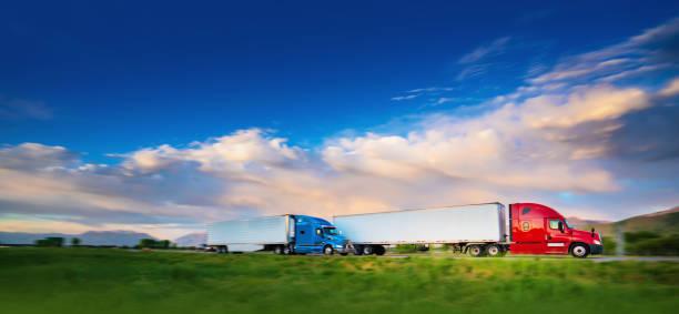 lkw auf der straße - aufgemotzte trucks stock-fotos und bilder