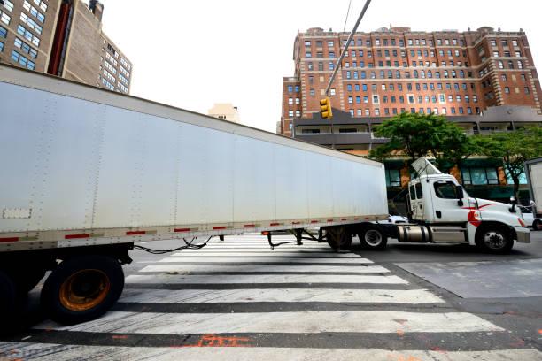 Lkw auf der Straße in Manhattan, NYC, USA – Foto