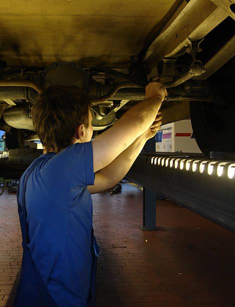 truck reparieren – Foto