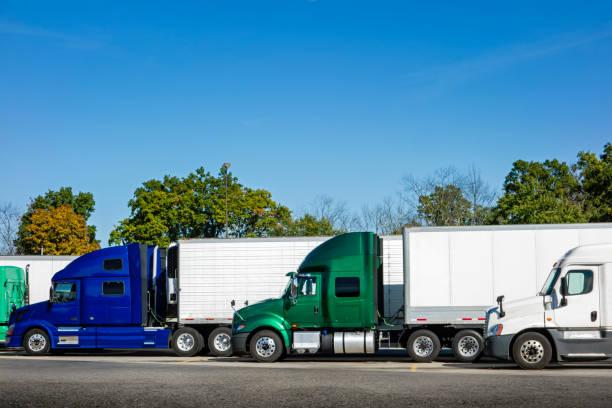 truck stop - aufgemotzte trucks stock-fotos und bilder