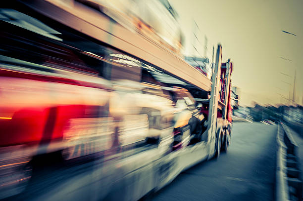 LKW-Transporte Autos, track in motion – Foto