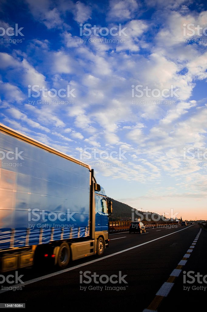 Straßenfracht auf highway – Foto