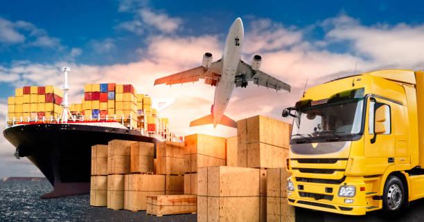 LKW, Flugzeug und Schiff für den Transport von Waren stock photo