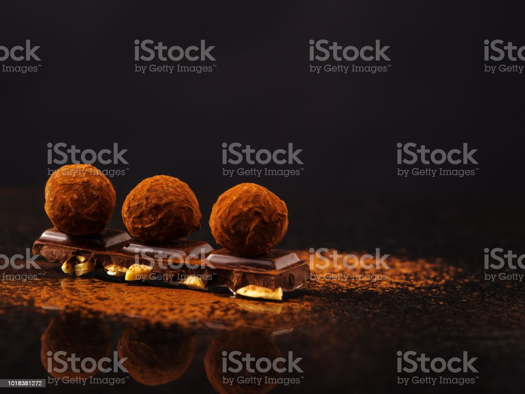Truffle on a chocolate bar стоковое фото