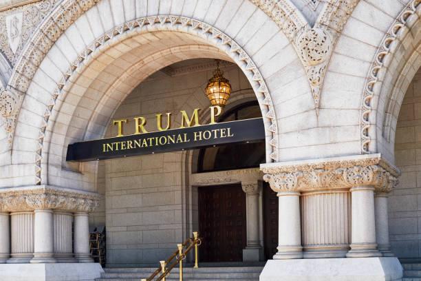 trump international hotel sign - donald trump us president стоковые фото и изображения