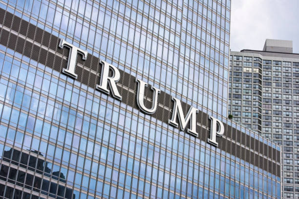 trump tower, chicago, illinois. - trump stockfoto's en -beelden