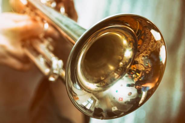 트럼펫은 트럼펫에 재생 - 트럼펫 뉴스 사진 이미지