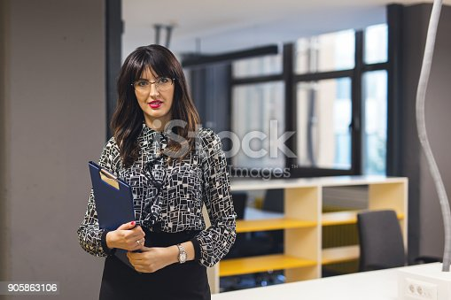 629805626 istock photo Trust in our business 905863106