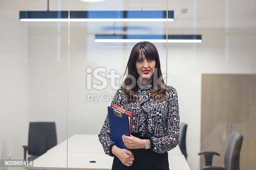 629805626 istock photo Trust in our business 905865414