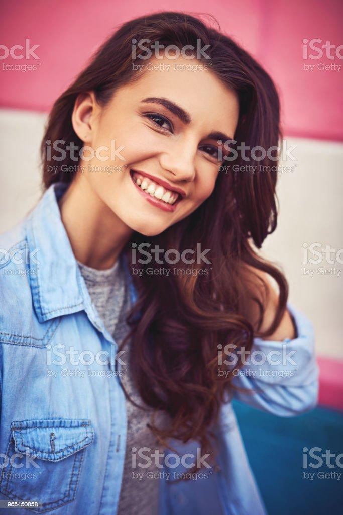 Essayer d'être heureux à chaque instant - Photo de A la mode libre de droits