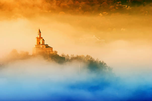 Tsarevets fortress in Veliko Turnovo, Bulgaria Tsarevets fortress at sunrise in fog bulgaria stock pictures, royalty-free photos & images