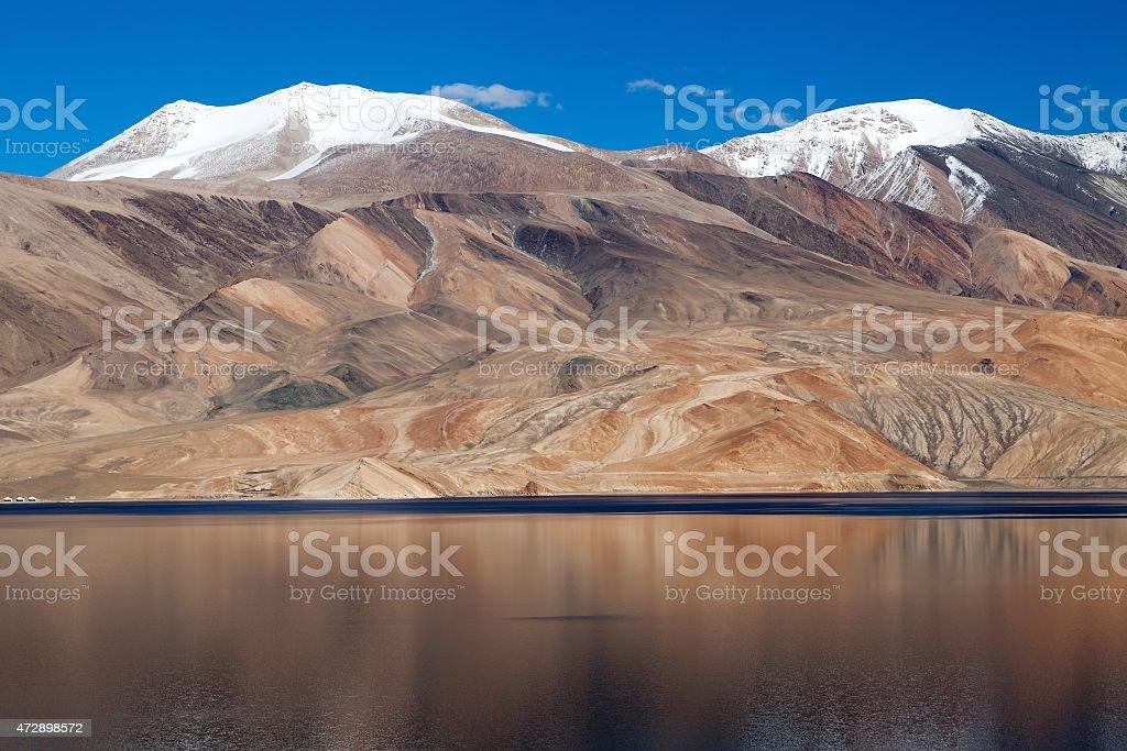 Tso Moriri lake in Rupshu valley, Chamser and Lungser Kangri stock photo