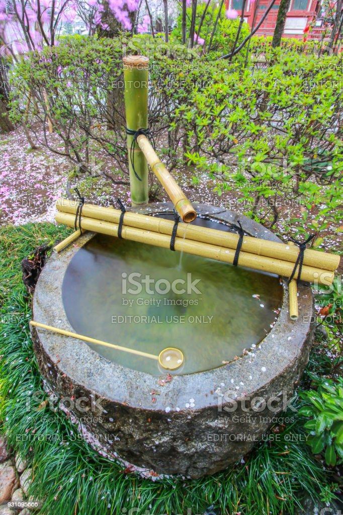 Photo libre de droit de Fontaine Deau Tsukubai Dans Jardin ...