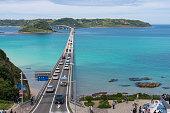 ゴールデン ・ ウィークの角島橋 (山口県下関市)。
