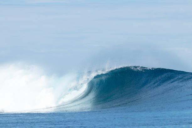 Rotura de ondas de tubo, Cloudbreak - foto de stock