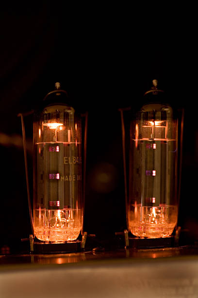 tubes glow in guitar amplifier - radiobuis stockfoto's en -beelden