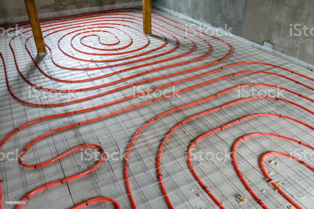 Gut bekannt Rohre Für Die Fußbodenheizung Auf Eine Styroporisolierung ME91
