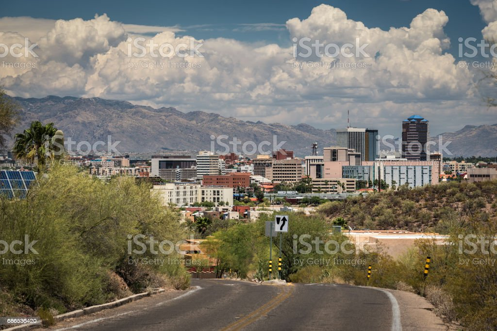 Tucson Downtown from road to Sentinel Peak Lizenzfreies stock-foto