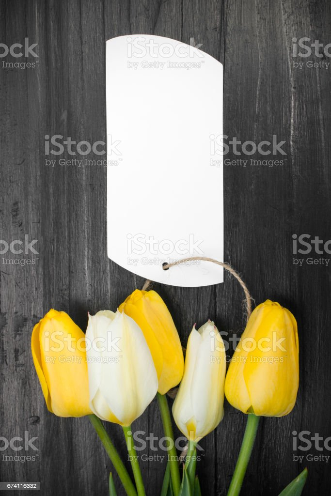 tulip bouquet and blank card on dark wooden table 免版稅 stock photo
