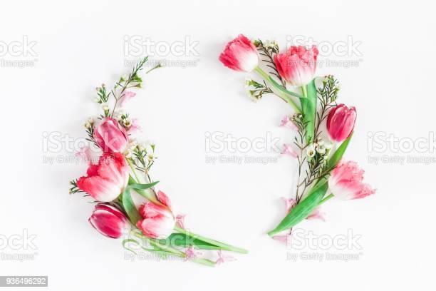 Tulip flowers on white background flat lay top view copyspace picture id936496292?b=1&k=6&m=936496292&s=612x612&h=g3exfxbyh9y38lrpg074lwofejmtbwigtklgxkesalq=