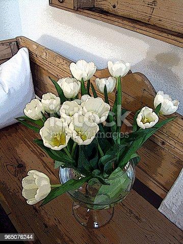 Tulips And Silver Vase - Stockowe zdjęcia i więcej obrazów Aranżacja