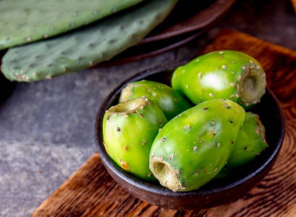 fruto del cactus de tuna, tuna, nopal. tuna fruta de américa latina - opuntia robusta fotografías e imágenes de stock