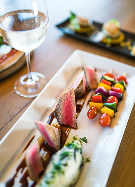 thunfisch - carpaccio salat stock-fotos und bilder