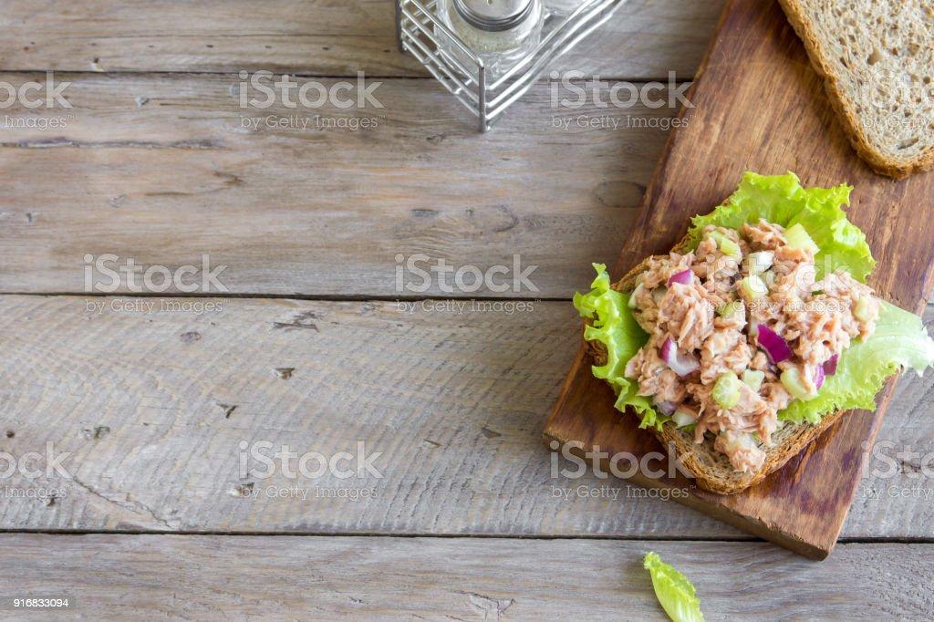 Sándwich de ensalada de atún - foto de stock