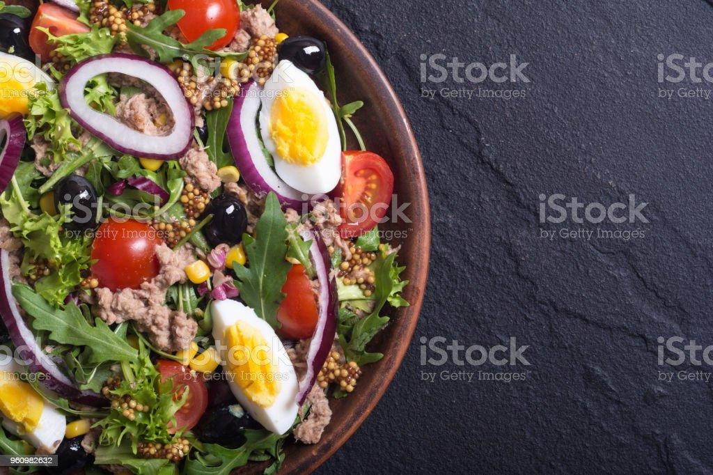 Thunfischsalat mit Tomaten - Lizenzfrei Bildhintergrund Stock-Foto