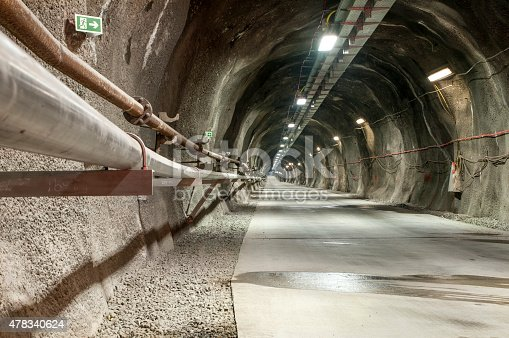 istock Tunel incline side view 478340624