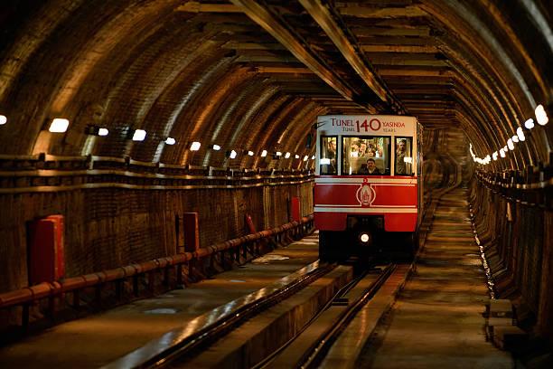 tunel на подземной железной дороги в стамбуле, турция. - каракёй стамбул стоковые фото и изображения