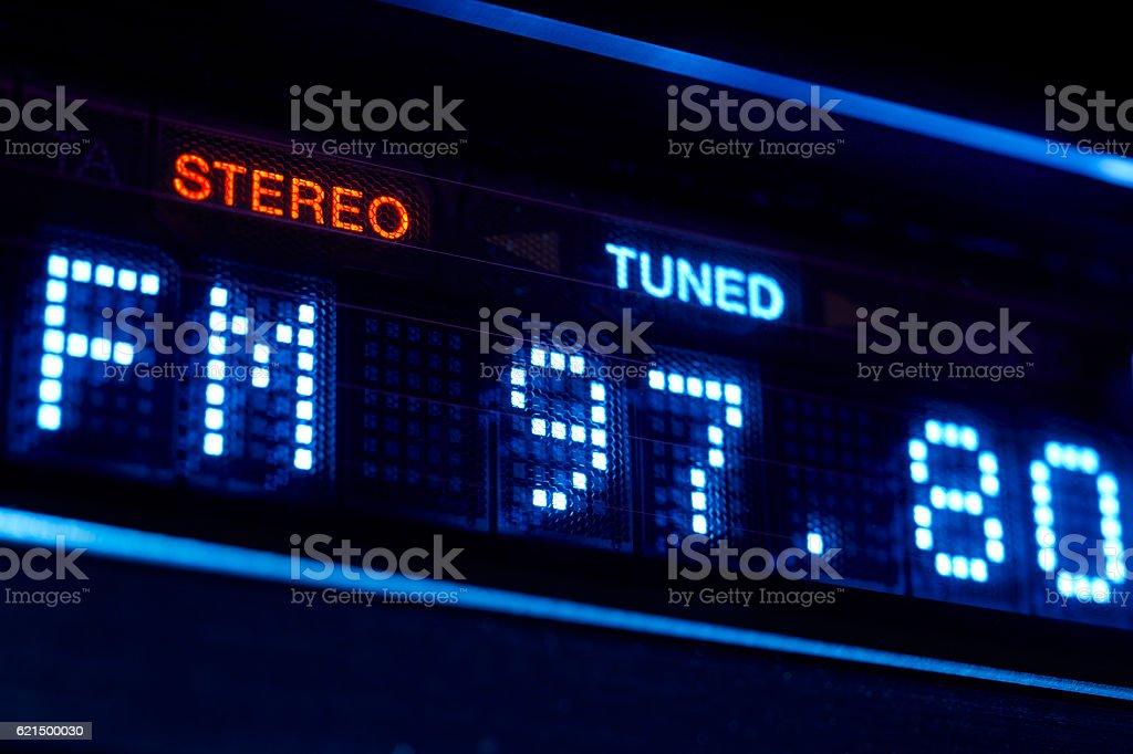 radio FM dispose d'une exposition. Chaîne stéréo numérique fréquence station ajustée. photo libre de droits