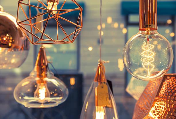 des filaments tungstène - lampe électrique photos et images de collection