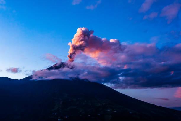 Tungurahua volcano Tungurahua volcano explosion on November  2010 at dawn, Ecuador libro stock pictures, royalty-free photos & images