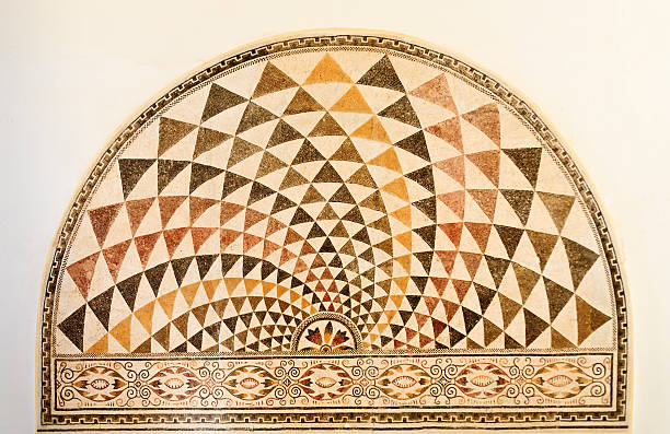 la tunisie: antiquité romaine motif mosaïque montrant son design semi-circulaire - demi cercle photos et images de collection
