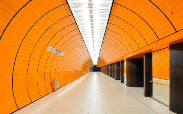 Tunnel in Marienplatz subway station in Munich – Foto
