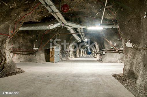 istock Tunnel junction - Cross roads 478343722