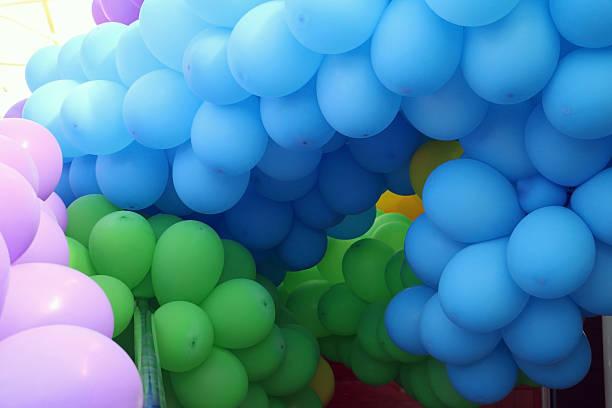 Tunnel aus Luftballons – Foto