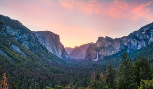 Tunnel View Sunrise, Yosemite National Park ,CA Tunnel View Sunrise, Yosemite National Park ,CA el capitan yosemite national park stock pictures, royalty-free photos & images