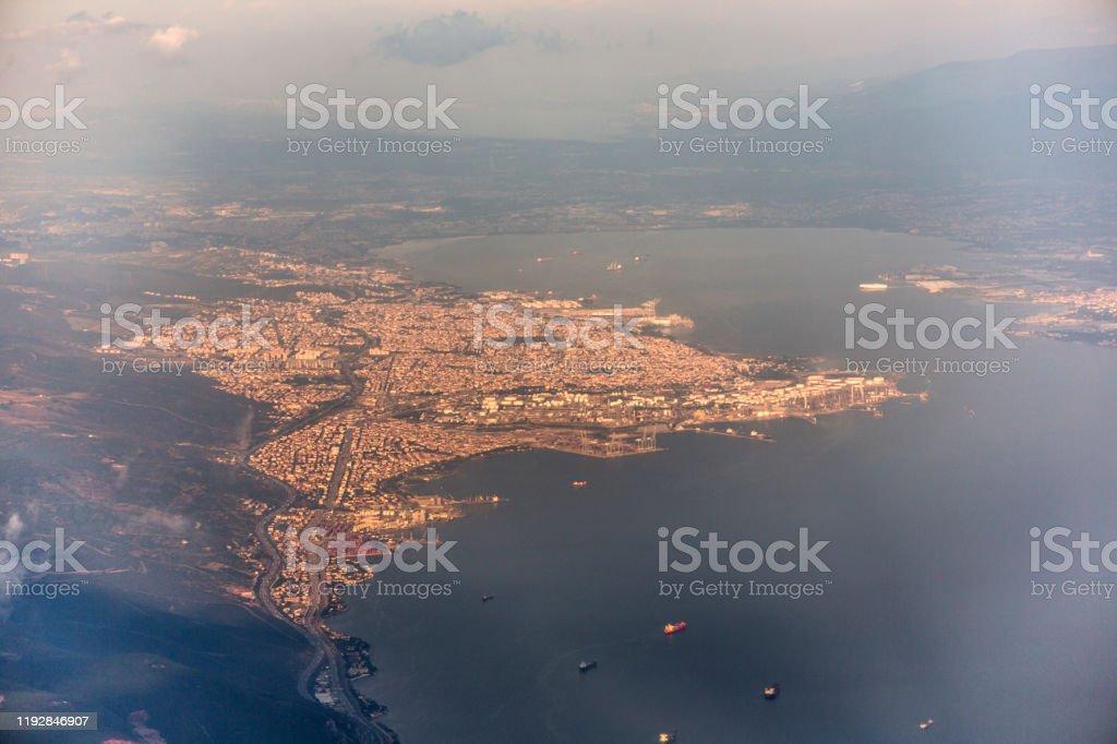 Tüpraş petrolrafinerisi ve Marmara Denizi İzmit Körfezi - Royalty-free Ağır Sanayi Stok görsel