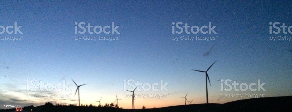 Turbinas à noite - Foto de stock de Arquitetura royalty-free