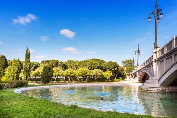 tuinen van turia in valencia, spanje - valencia stockfoto's en -beelden
