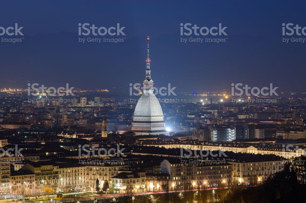 Turin scenic view with Mole Antonelliana at night photo libre de droits