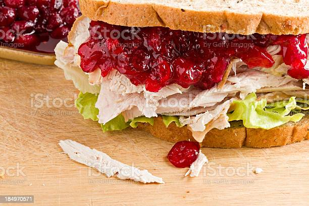 Turquía Y Un Sándwich De Arándano Foto de stock y más banco de imágenes de Alimento